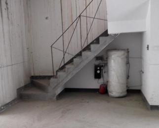 上叠别墅158平米(可用300平)送二个车位