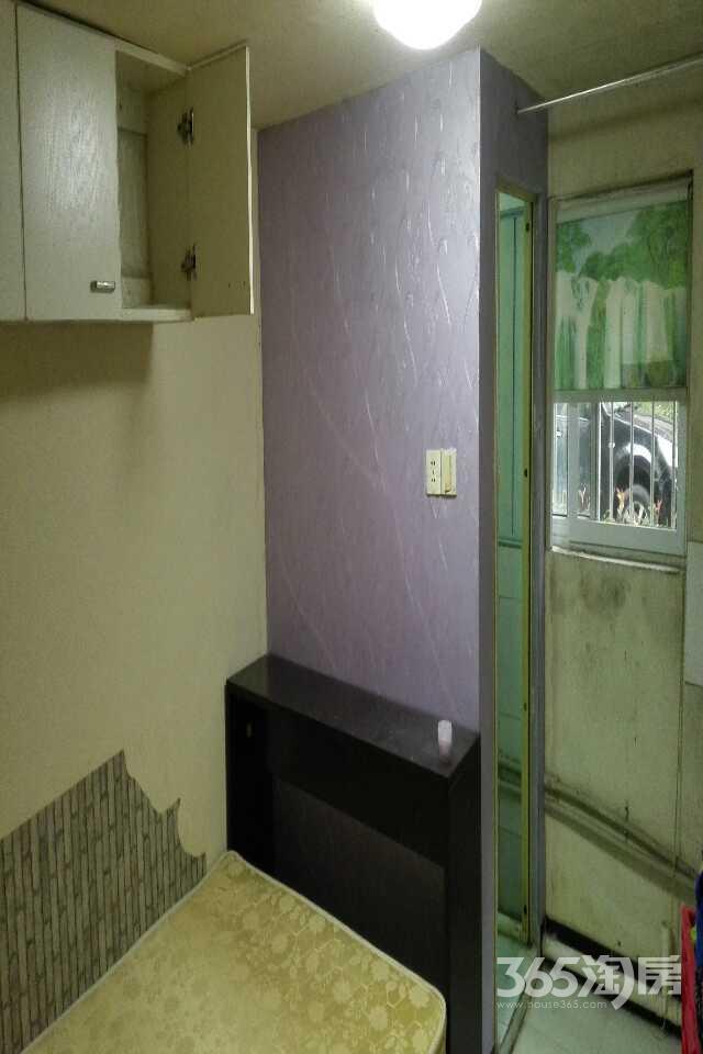 群谊二村1室0厅1卫12㎡整租简装,12平米大车库