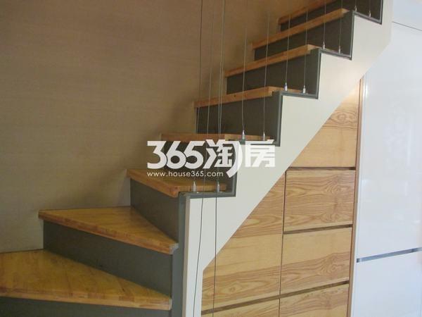 国润城A3号楼LOFT39.58平米样板间楼梯间
