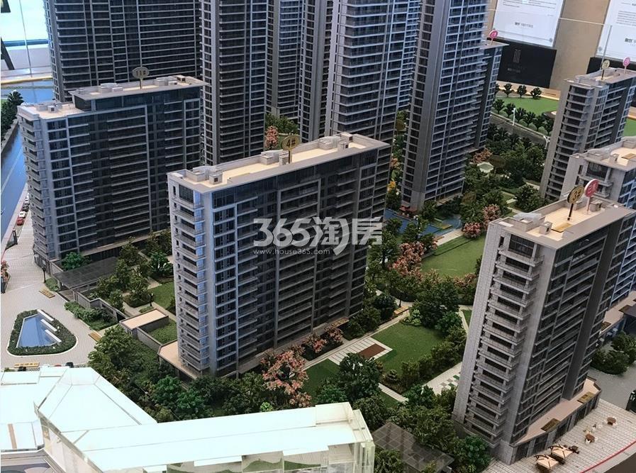 融信保利创世纪4、11号楼的沙盘实景图 2017年11月摄