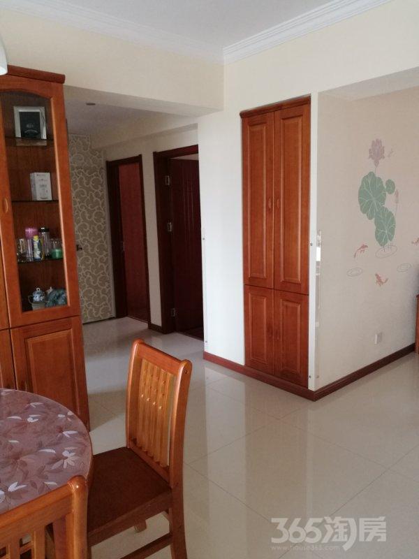 君安阳光地中海3室2厅2卫104平米5年产权房精装