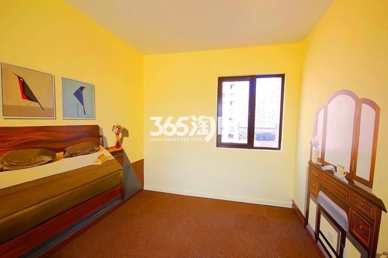 雅居乐国际花园B1户型125方样板房——卧室一角