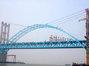 公铁两用钢拱桥主拱合龙