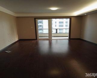 此房为南北向 三室二厅二卫 建筑面积为131平米 接收办公
