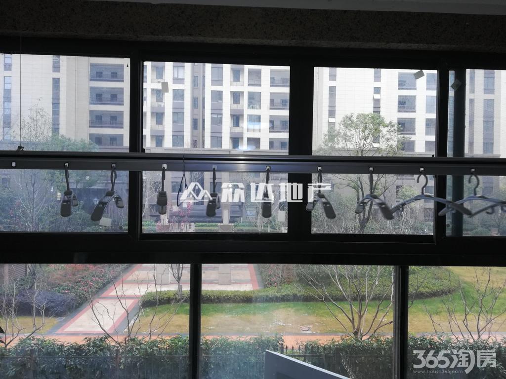 公园大道中装两房+独立阳台采光好+家电齐全拎包入住+诚租