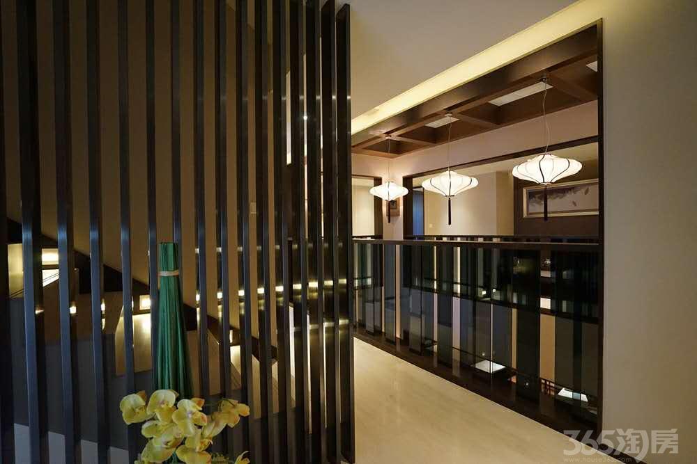 沁园别署5室2厅3卫270�O2017年产权房精装