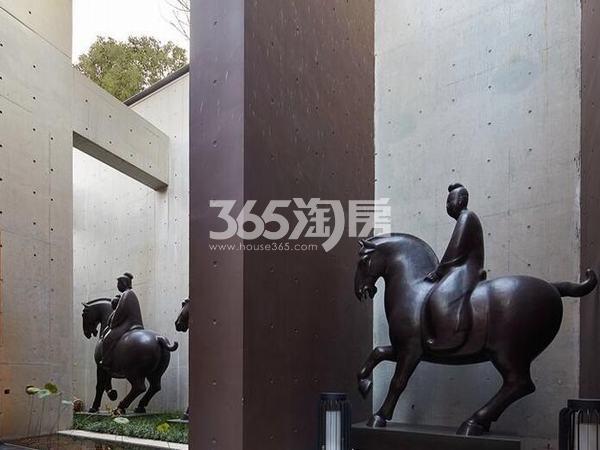 万科大明宫售楼部门口装饰实景图(2017.12.4)