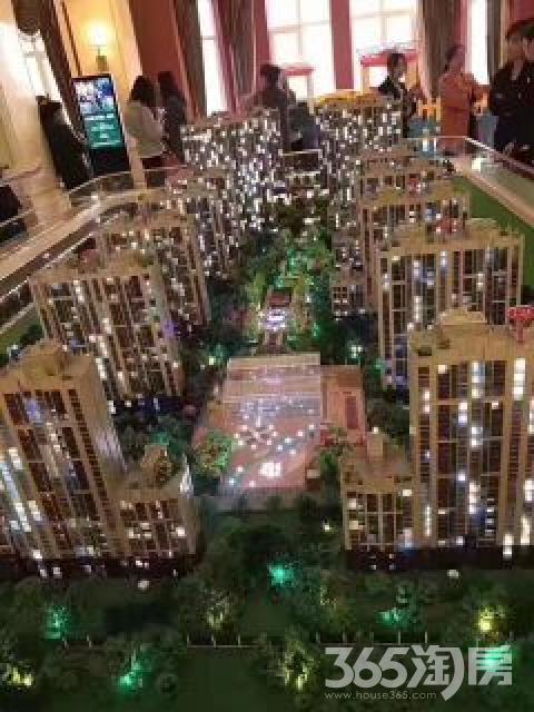 龙湖南 地铁口 首付15万 87平小三房