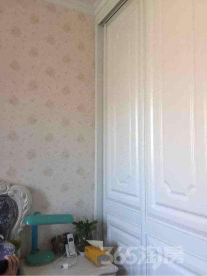 荷兰小镇3室2厅1卫104平米精装产权房2012年建