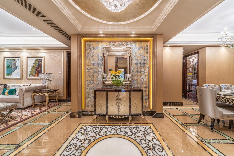 滨江保利翡翠海岸3#西边套159方(C2户型)古典风格样板房---入户