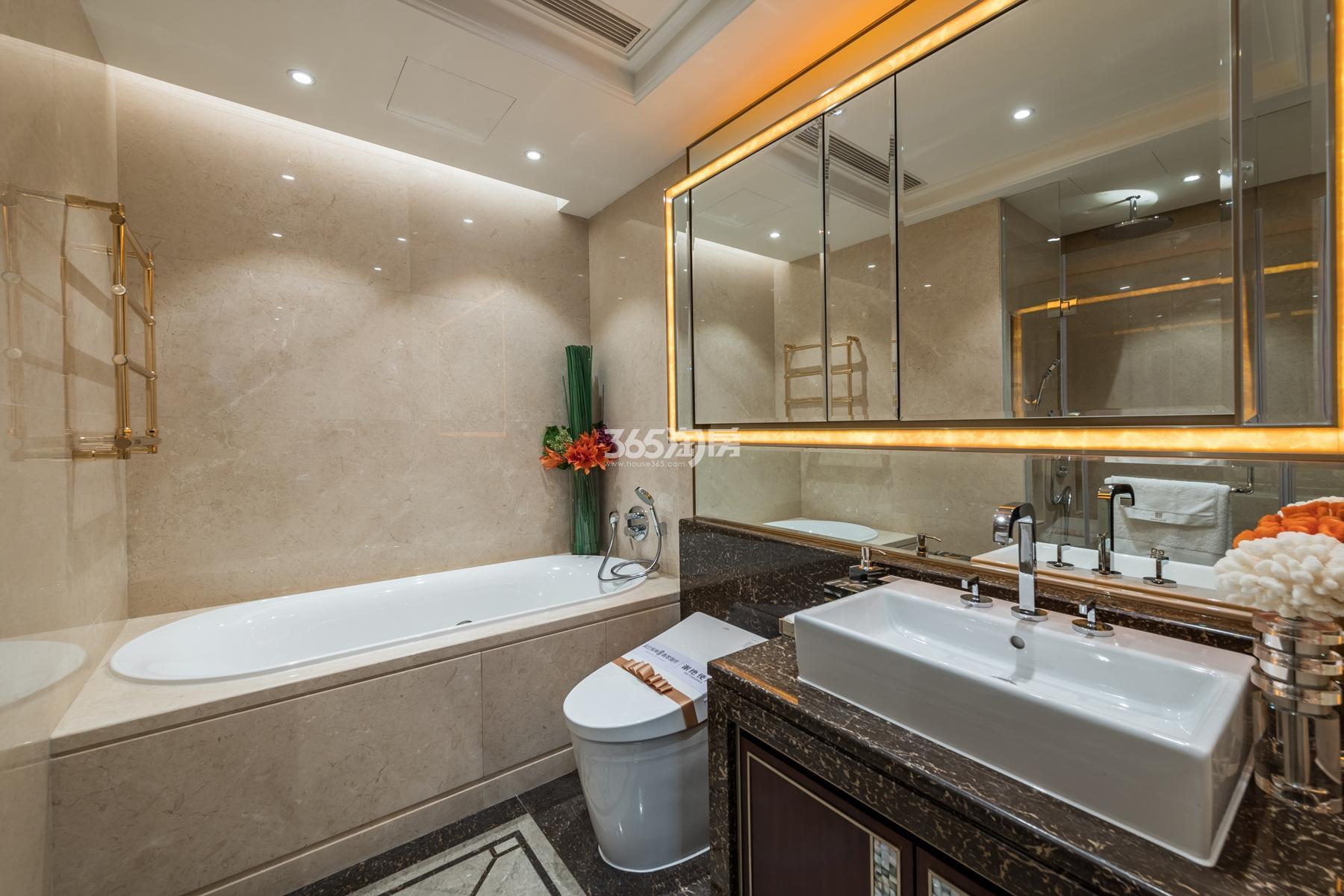滨江保利翡翠海岸137方(B1户型)亚洲风格样板房---卫浴间