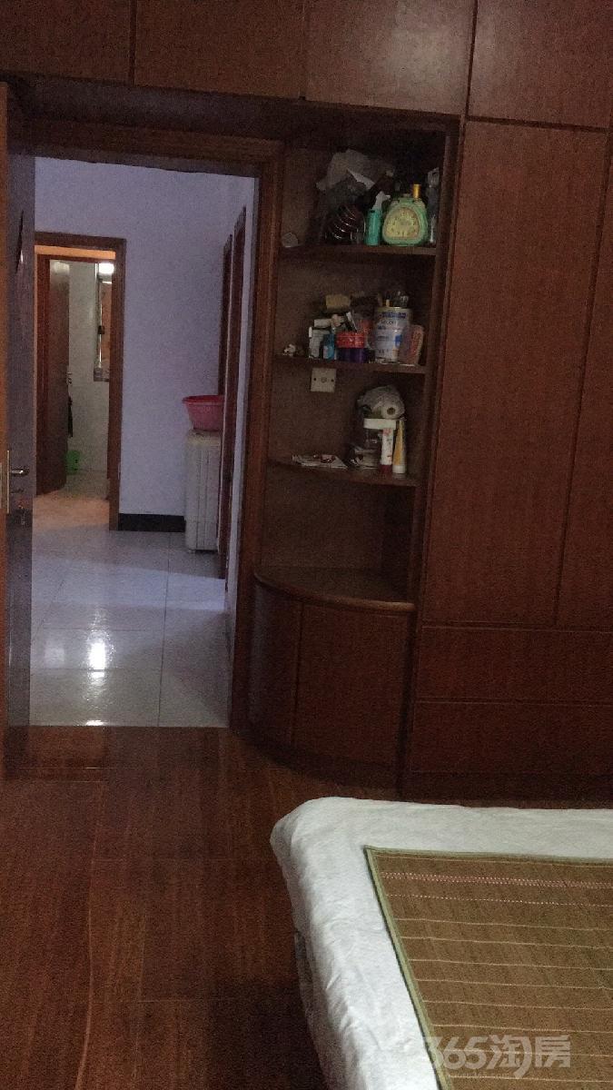二水厂旁小区3室1厅1卫130平米整租精装