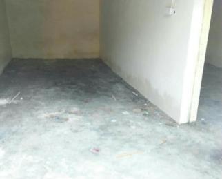 一楼40平方仓库出租有双扇门。