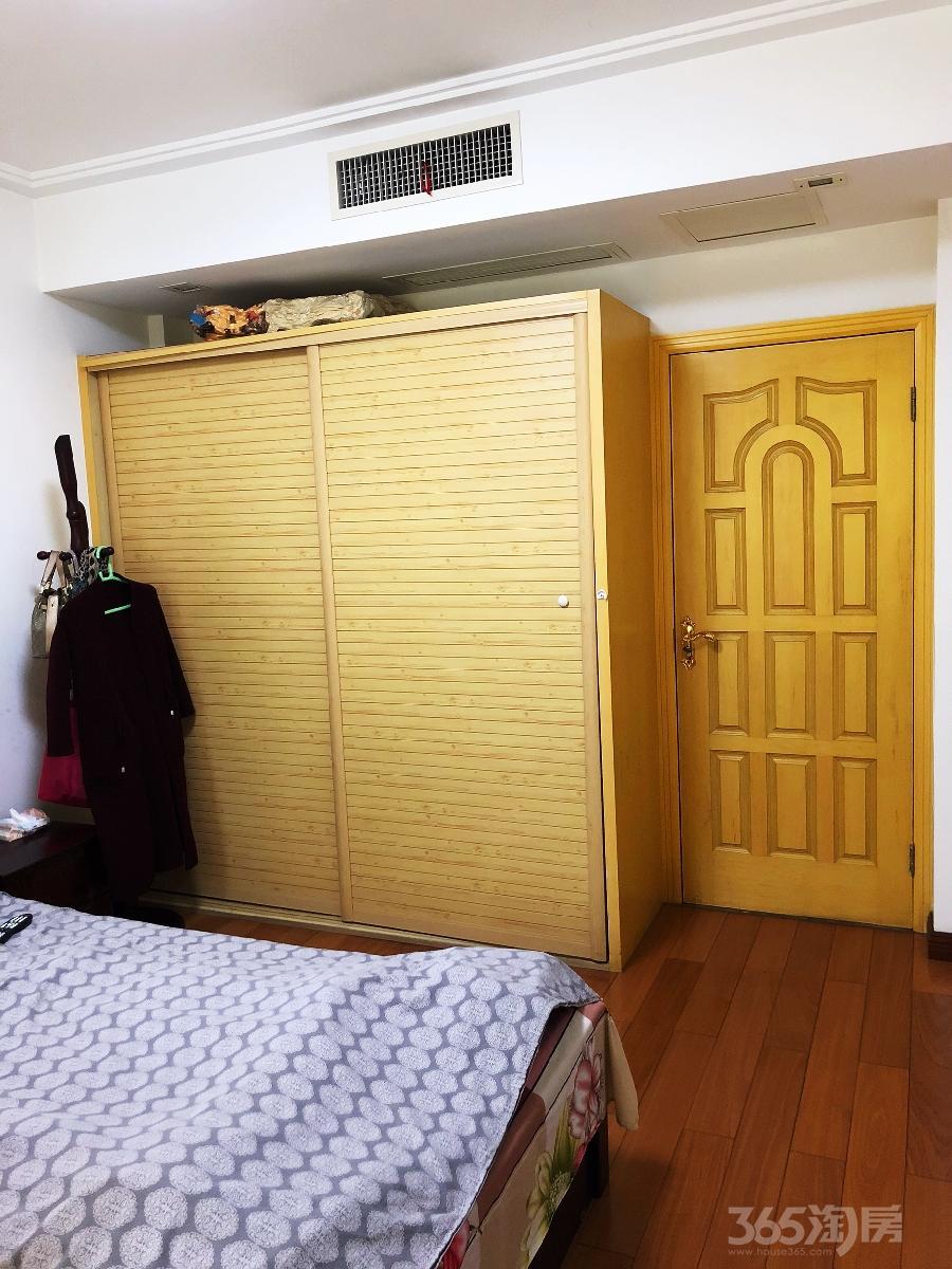 钟楼金色新城5室2厅2卫177.6�O