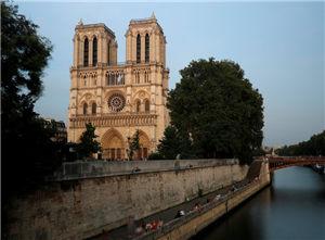 巴黎圣母院因污染受损 政府无力修缮寻捐款