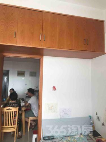 港澳广场钻界2室1厅1卫70平米整租精装