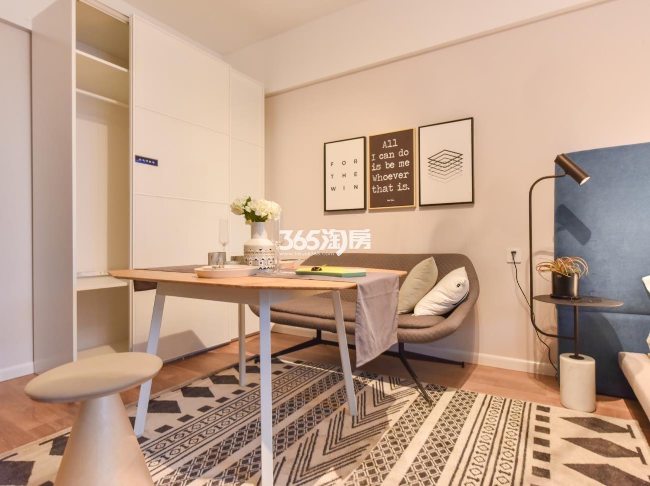 KingMall未来中心公寓客厅样板间