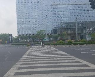 南京南站 绿地之窗写字楼底商铺子出租411平米