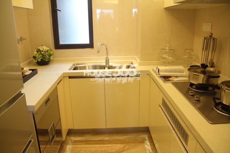 雅居乐国际花园D4、E4户型89方样板房——厨房