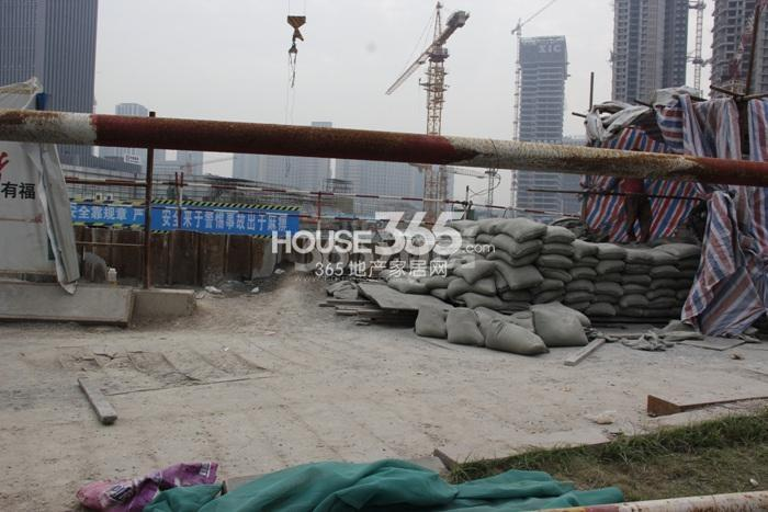 理想银泰城商业购物中心施工进程图(2015.10)