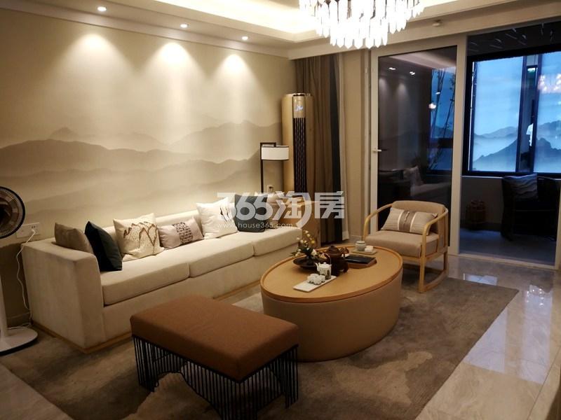 美的观棠127平样板间实景图—客厅