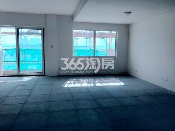 阳光100阿尔勒·星空洋房1#楼顶复房屋内侧实景(2017.11)