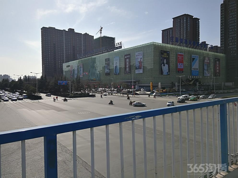 凤城二路东,五证齐全的70年产权现铺,层高6米可隔层二层使用