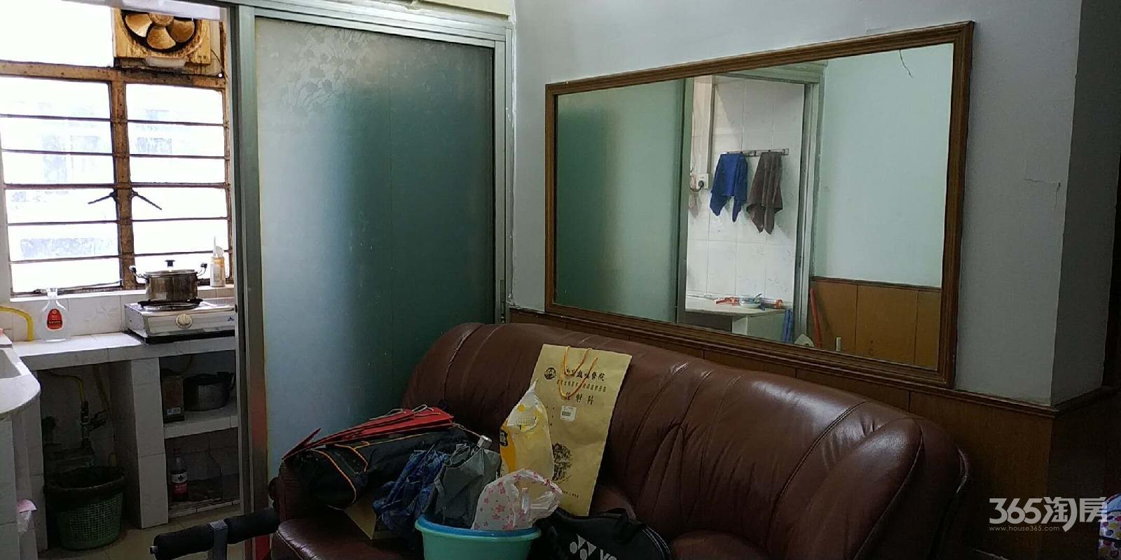 镇江路小区3室1厅1卫72.83平方产权房简装