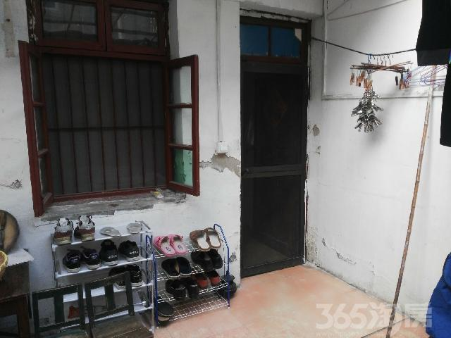 瘦西湖南门西手表厂宿3室1厅1卫52.00�O整租简装