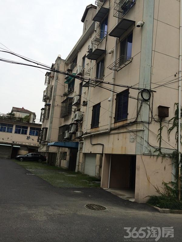 满5年唯一住房,实际面积90左右,送车库,送豪华装修