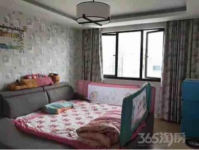 金域蓝湾2室2厅1卫67平米豪华装产权房2010年建满五年