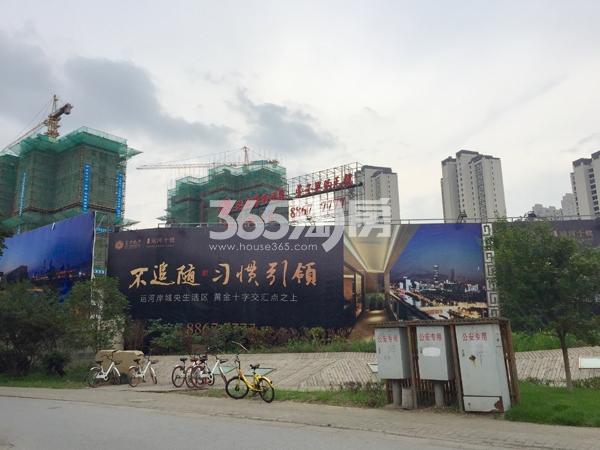 富力运河十号周边围挡实景图(2018.6 摄)