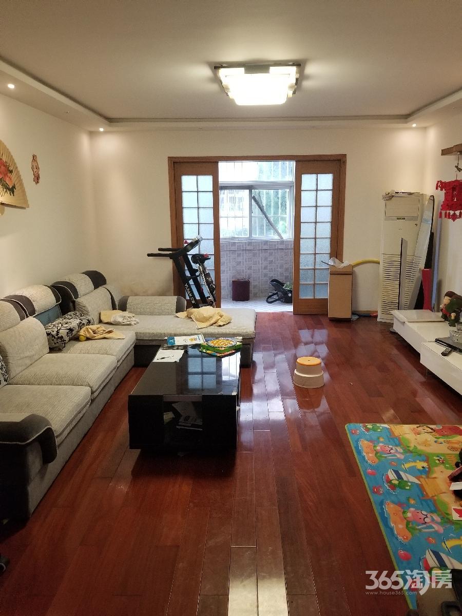 迎湖花园3室2厅1卫148平方产权房精装