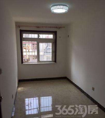 2楼两室,精装修地采暖,适合老人住,地铁26号线很近