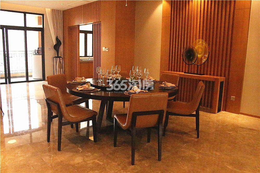雅居乐滨江国际423㎡样板间—餐厅