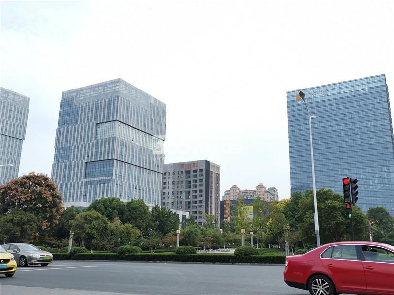 绿地理想城悦湖公馆项目周边汇邻湾广场实景图(10.16)