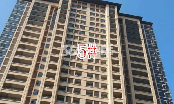 蓝光雍锦里高层5#楼实景图(2018.8 摄)
