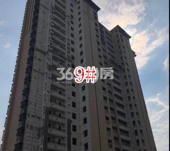 蓝光雍锦里高层9#楼实景图(2018.8 摄)