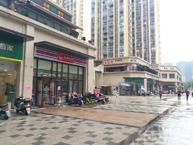 两小区大门正对,租红旗超市,6米层�{,带独立烟道!