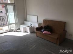 龙山新苑 毛坯三房 基本设施齐全 价格还便宜
