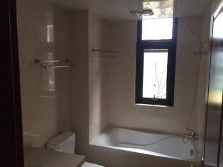 琥珀森林4室2厅2卫139.31平方产权房精装