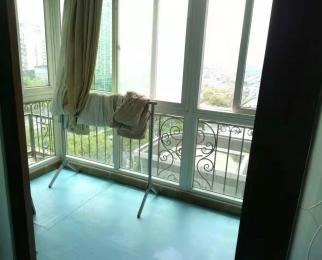 鸿都大厦 电梯 主卧朝南带阳台 有厨房 精装修 个人房子