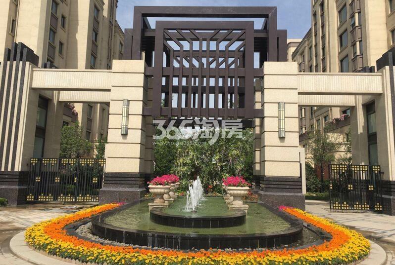 德杰国际城项目小区门厅实景图(2018.5.30)