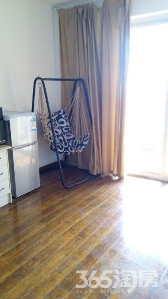 青枫公馆1室1厅1卫68平米整租精装