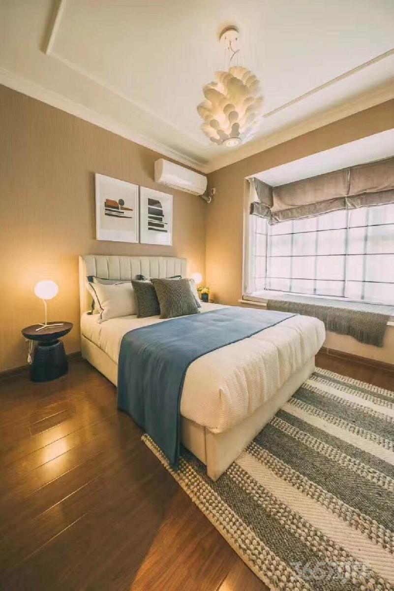 香江黄金时代3室2厅2卫105平米2015年产权房精装