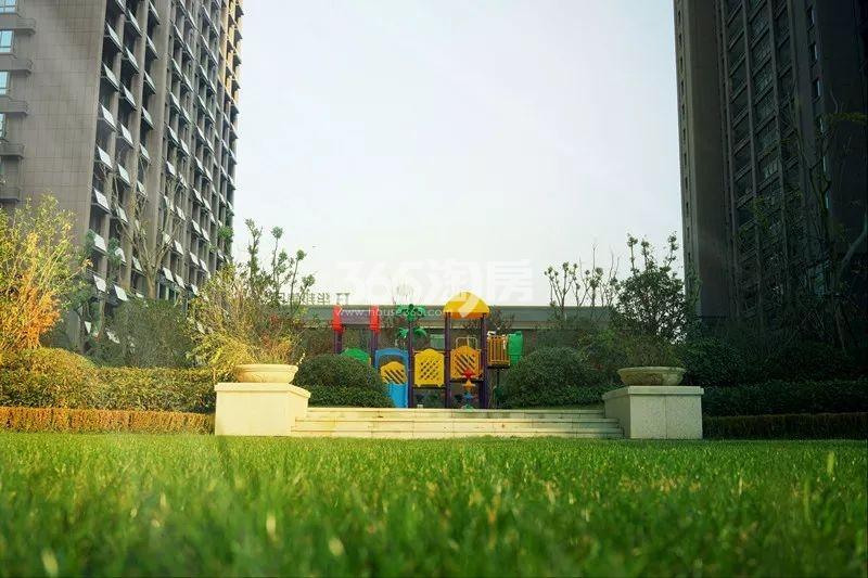 华邦观筑里小区内的绿化及幼儿娱乐设施(2018.4.16)