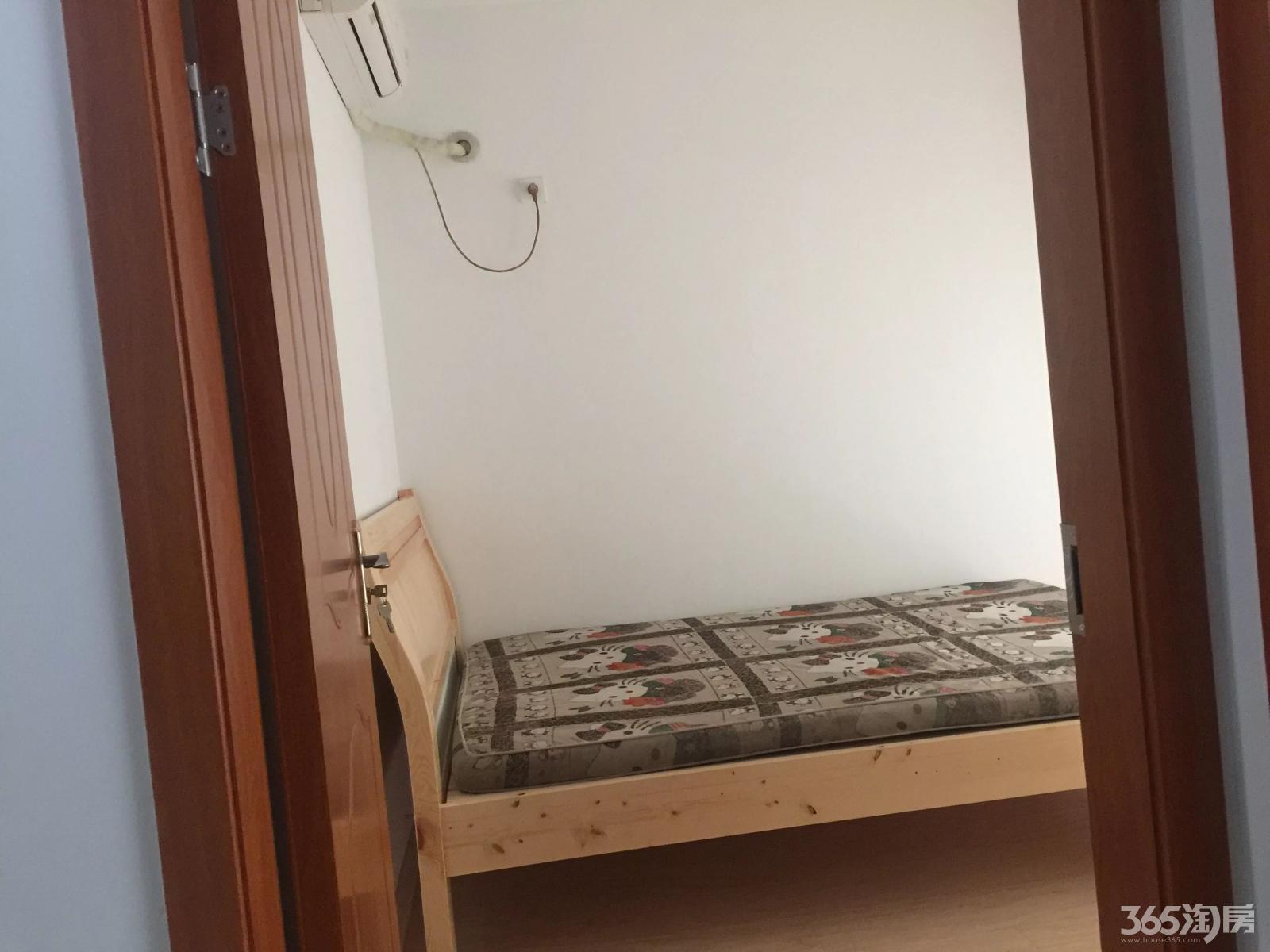 安师大附小分校旁 3房出租 1800\月 拎包入住