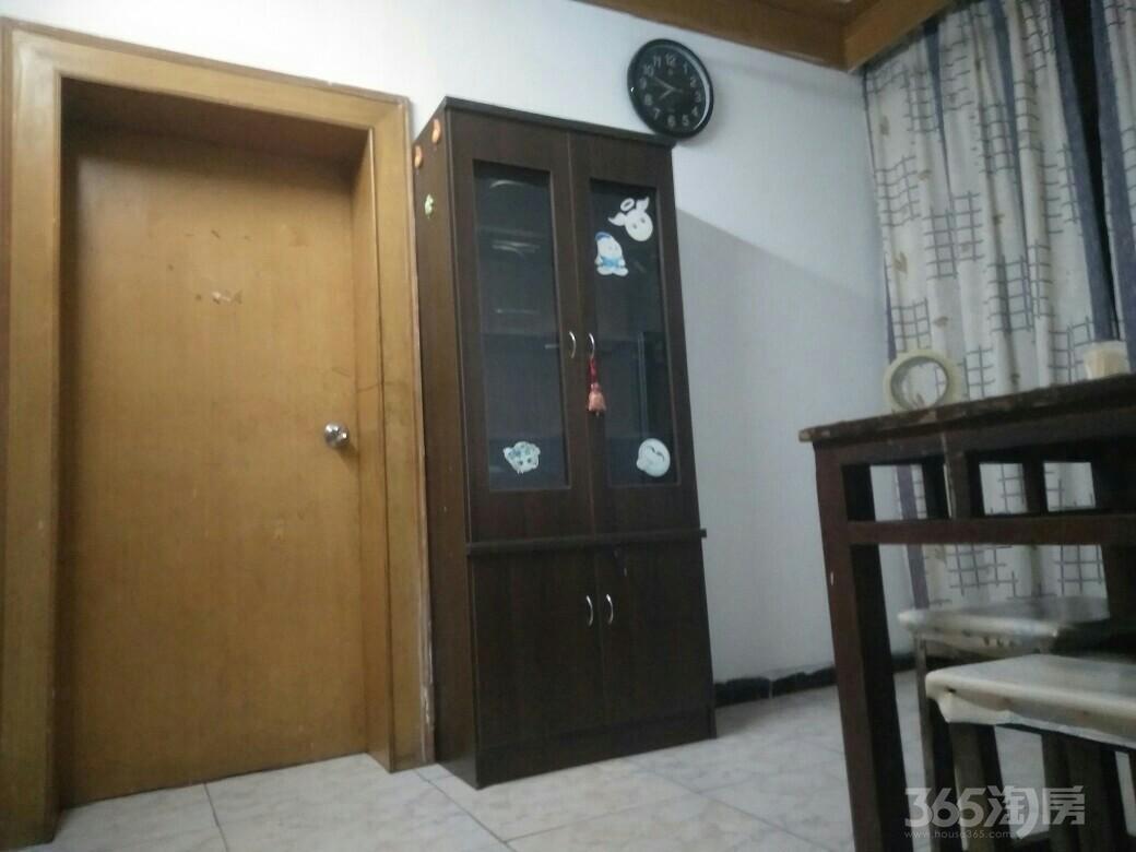 勤业新村2室1厅1卫60平米合租中装