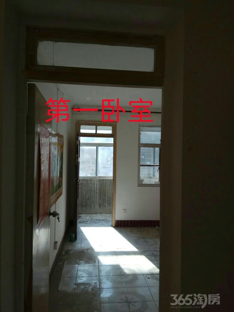 扬子小区3室1厅1卫80平米1999年产权房简装