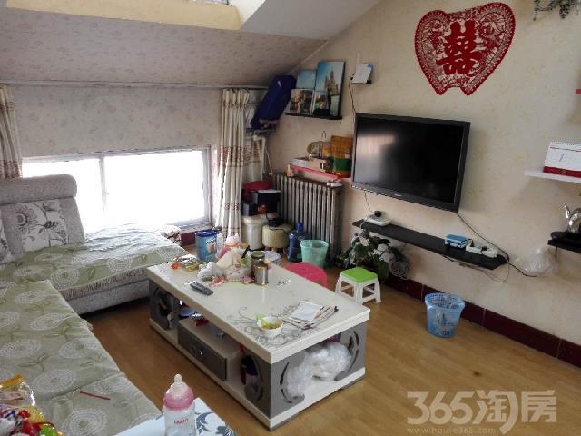 东升小区3室1厅1卫63.00�O2002年满两年产权房中装